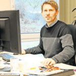 Der Hospizleiter Stephan Michelis an seinem Arbeitsplatz